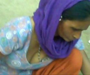 Aunty showing cleavage - 17..